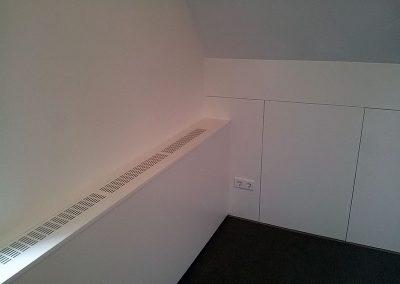 Intia knieschotbetimmering en radiator ombouw op zolder