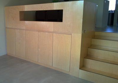 Een verbinder van twee vloeren. Compleet met trap