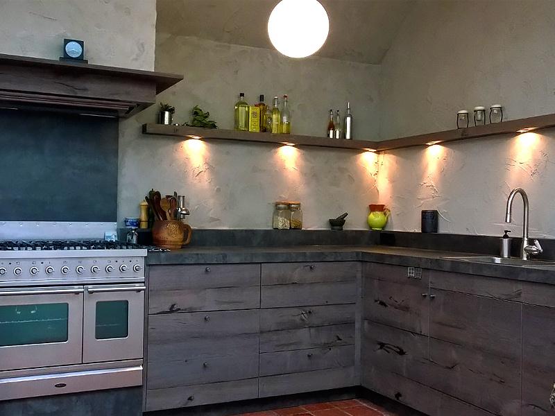 Intia interieurbouw vergrijsde keuken